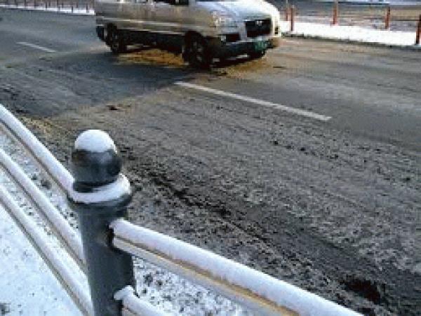 「僕は誓う!50年後の水を今と変わらず透す」 駐車場・透水・コンクリート・アスファルト