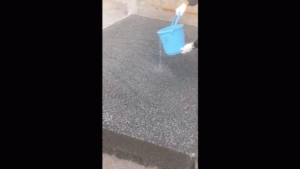 「ところで本当に透水すんだろな?」 金沢・エクステリア・外構・土間コン・駐車場・水勾配
