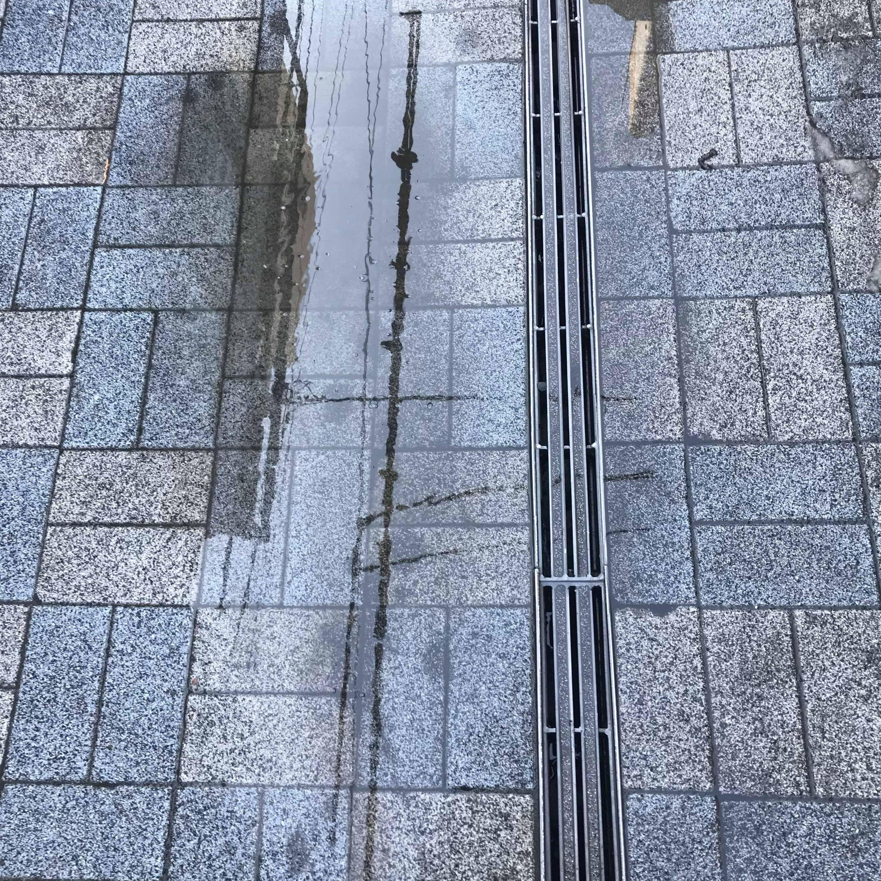 「人工芝の下地だそうです」 神奈川・透水・土間