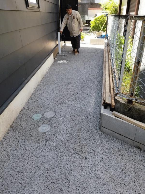 「雑草対策にもなる 透水性コンクリート」
