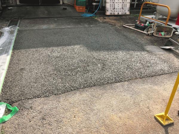 「オラッチェ出入り口の悩み|透水性コンクリート」