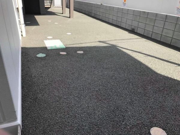 「こども施設の舗装にどうなの? 子供が裸足で遊べる透水性コンクリート」