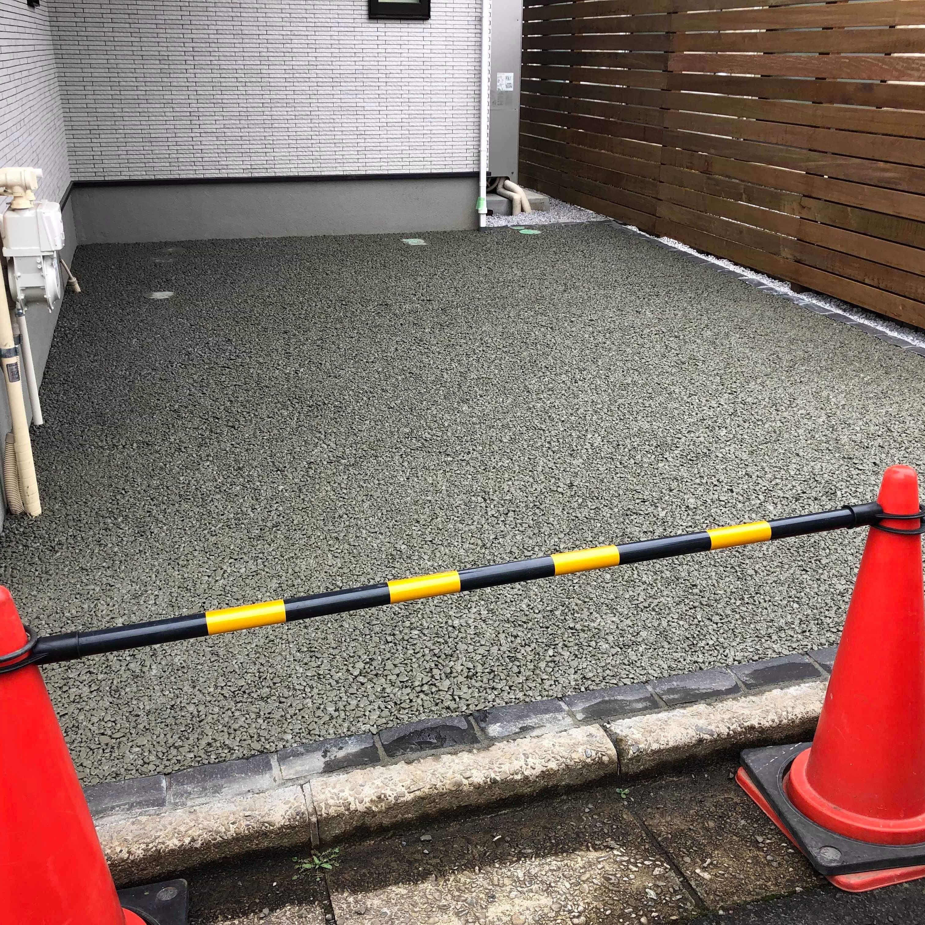 「毎日雨ばかりで困りますね」それなら!【透水性コンクリート】は雨天に強い土間コンクリート
