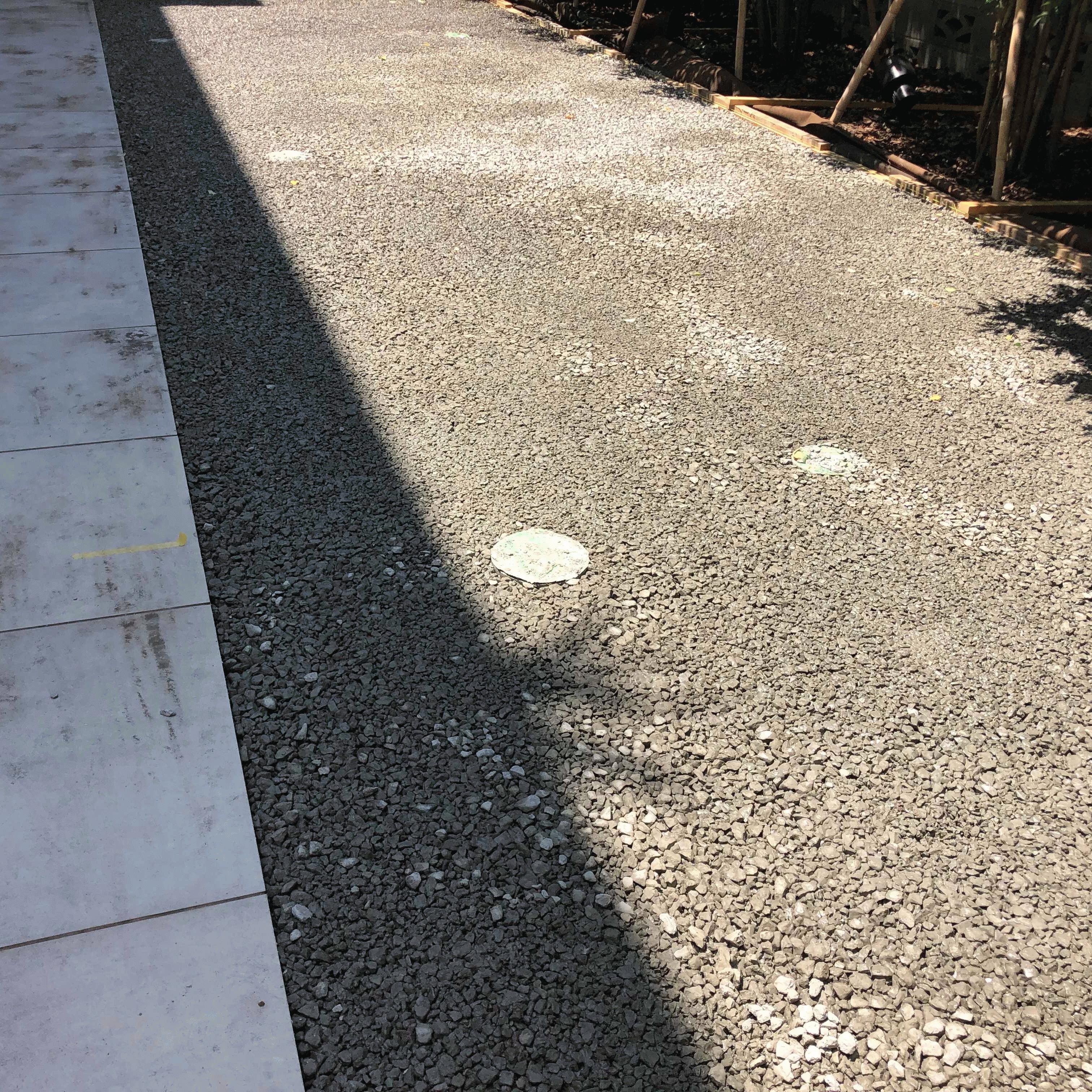 【東京】「芸能人宅に採用!」パット練習に何故透水性コンクリートなのか