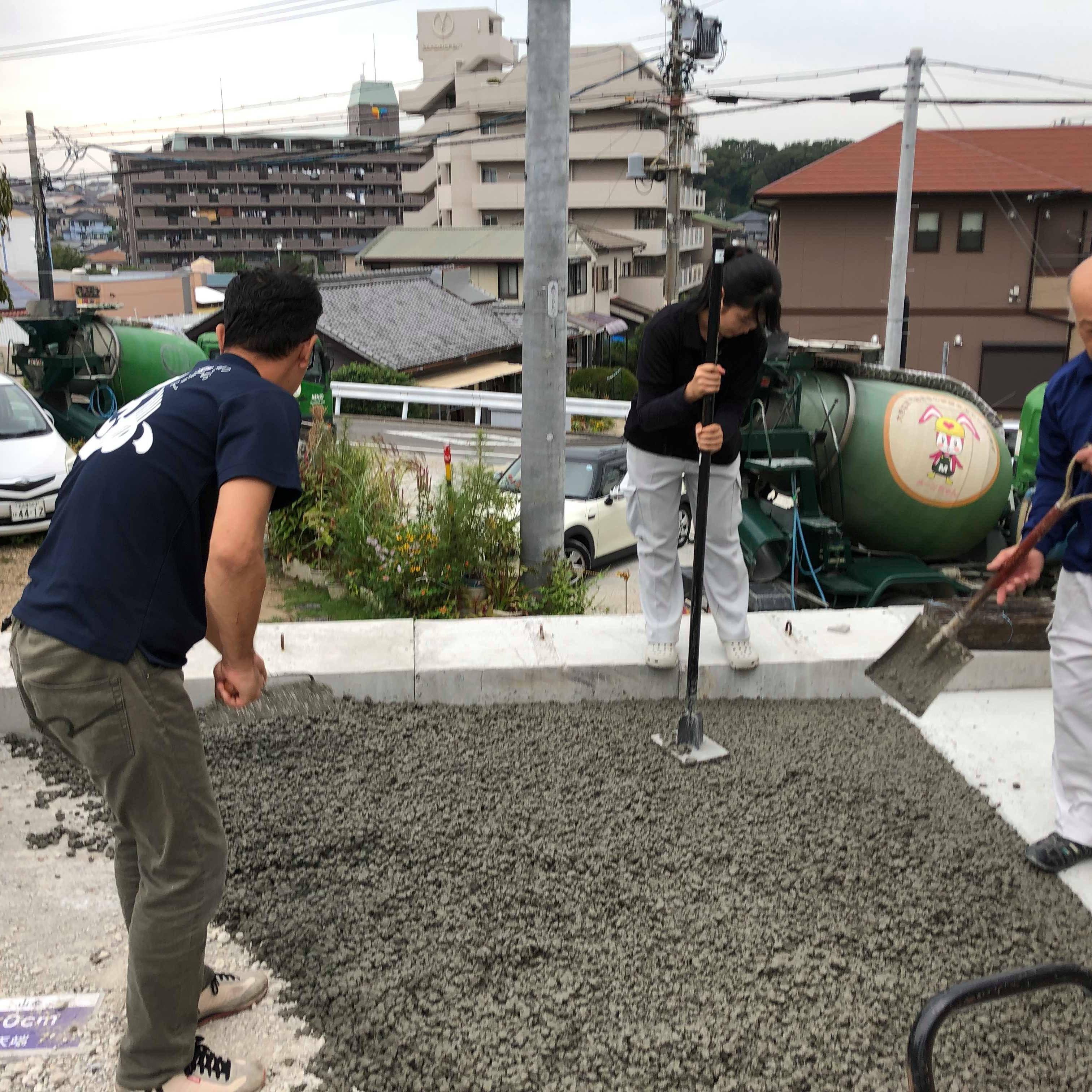 【愛知】「岐阜の地面を変えるのは私たちだ!」小倉左官店、透水性コンクリート施工体験会