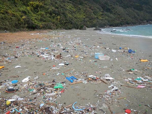 「川から海へ流れていく(プラスチック)ゴミを減らしましょう」意外な手段