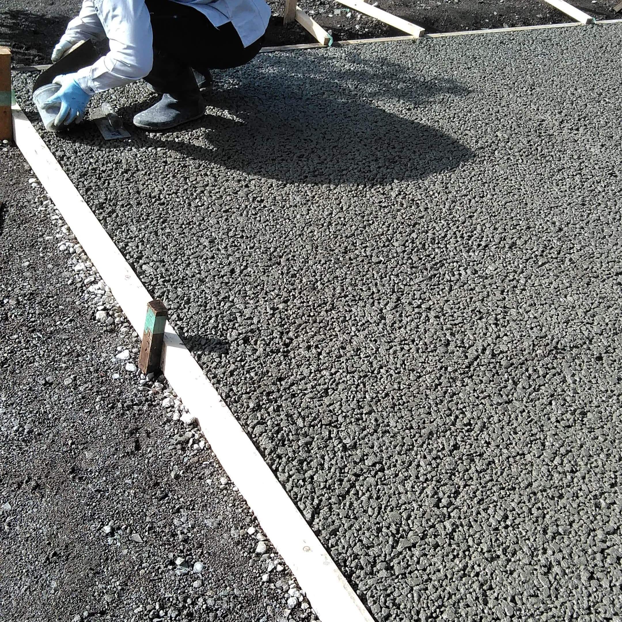 【静岡】「毎日つづくよ富士西麓ガーデンの透水性コンクリート」隙間で施工ができる