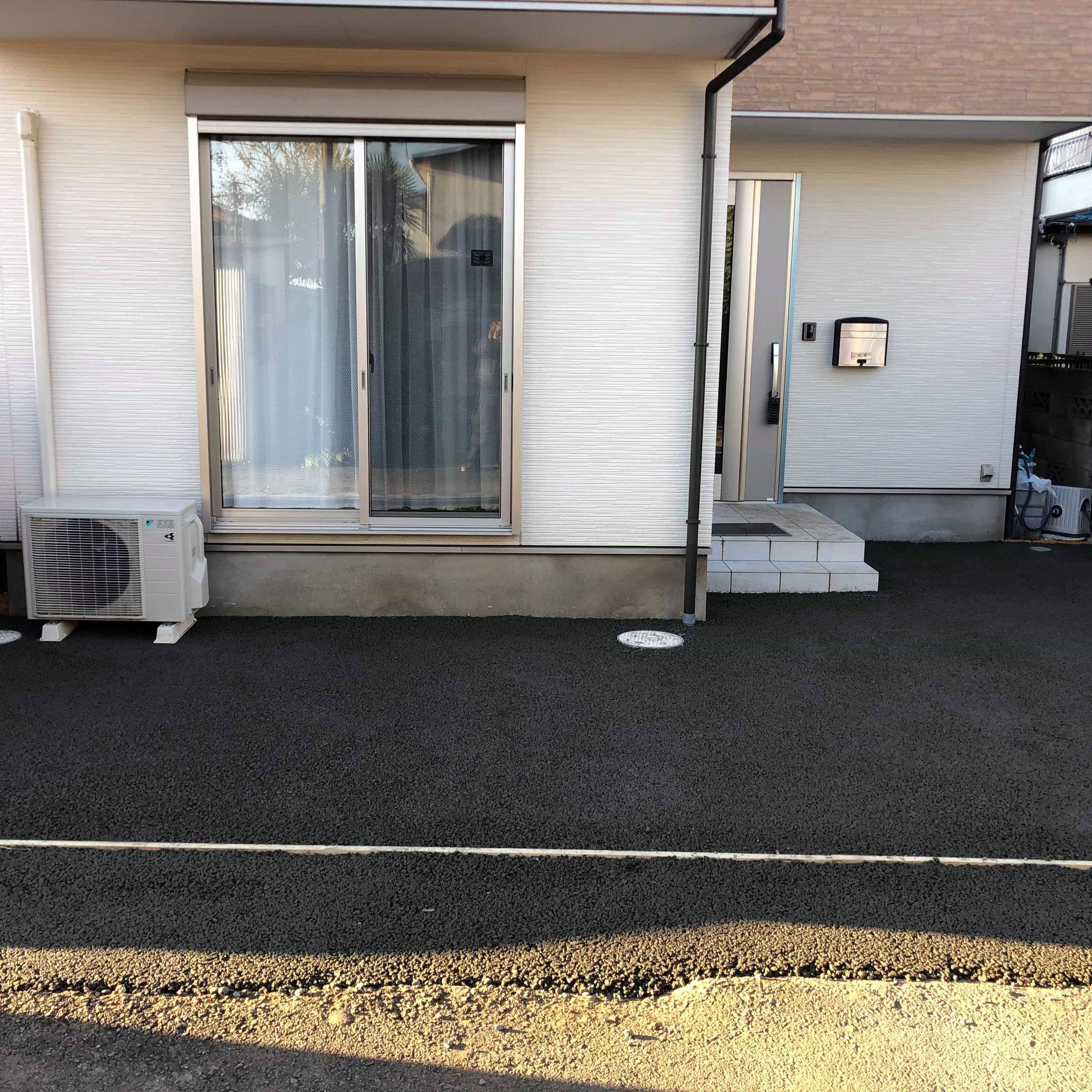 【東京】「道路に側溝もなく、建物側に逆勾配になっている」新規事業、透水性コンクリート