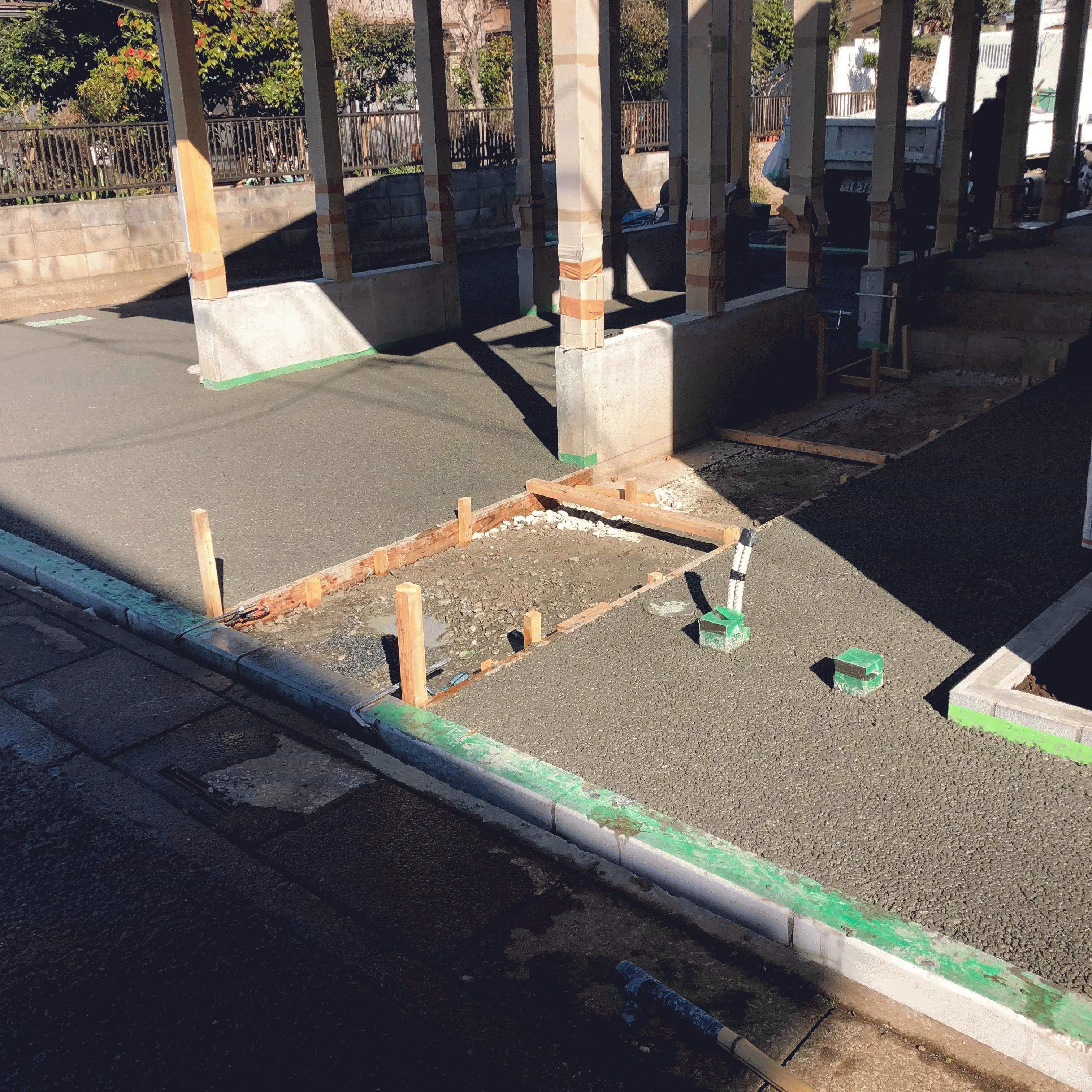 【埼玉】「以前からどこかで使ってみたい」「設計に指定されていた」駐車場、60m2