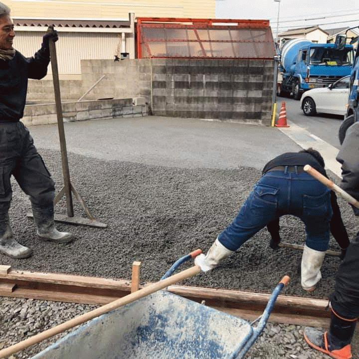 【徳島】「コンクリートみたいに何回も押さえる作業がない」駐車場