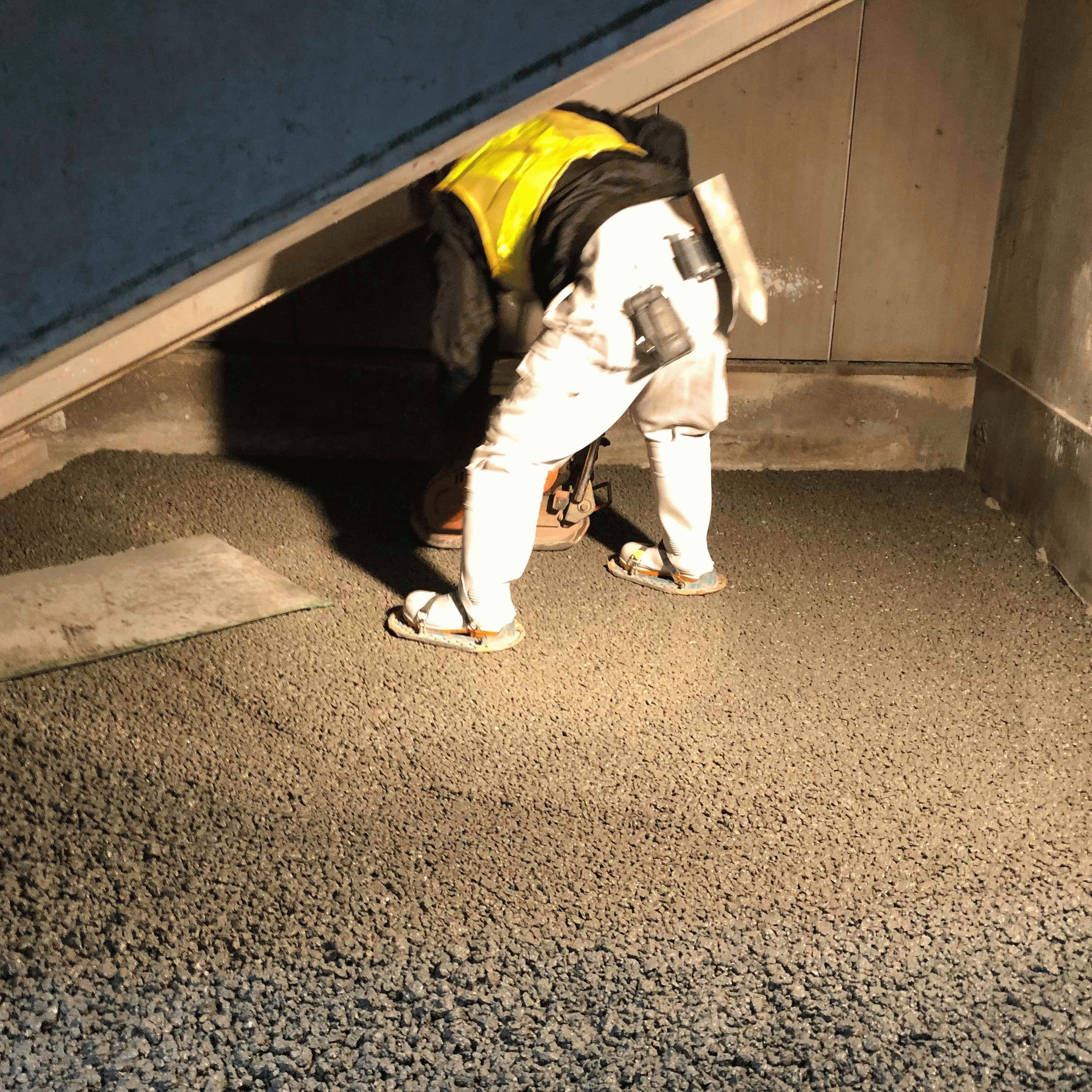 【神奈川】「JR東日本でも採用!」武蔵小杉駅・ゴミ置き場周囲舗装・水はけ