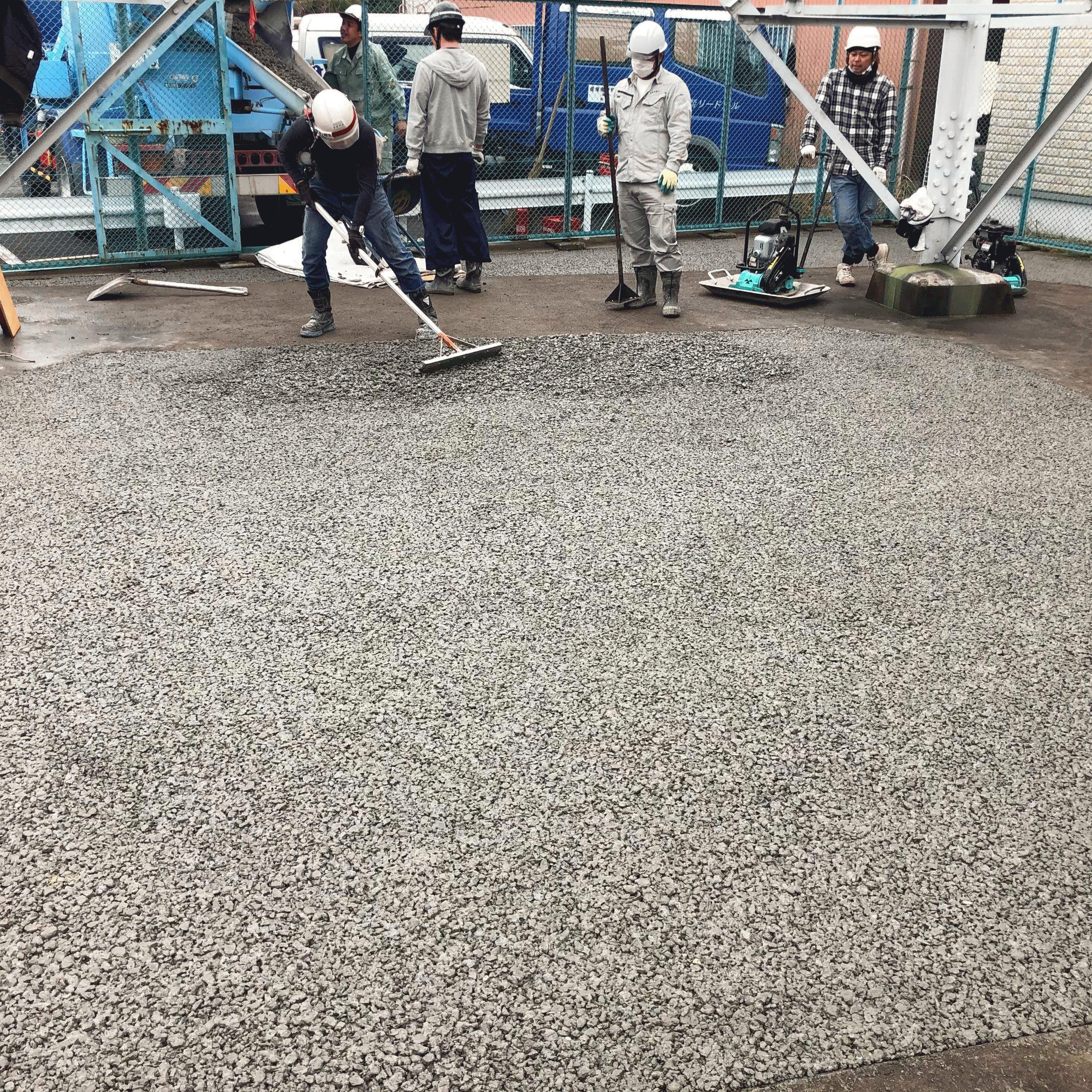 【神奈川】「またまたまたまた鉄塔内舗装」東京電力・防草・排水・維持管理