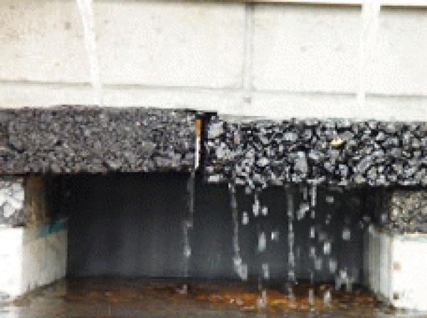 「アスファルトにも浸透性(排水性)あるけど何が違うの?」透水性コンクリートの特徴