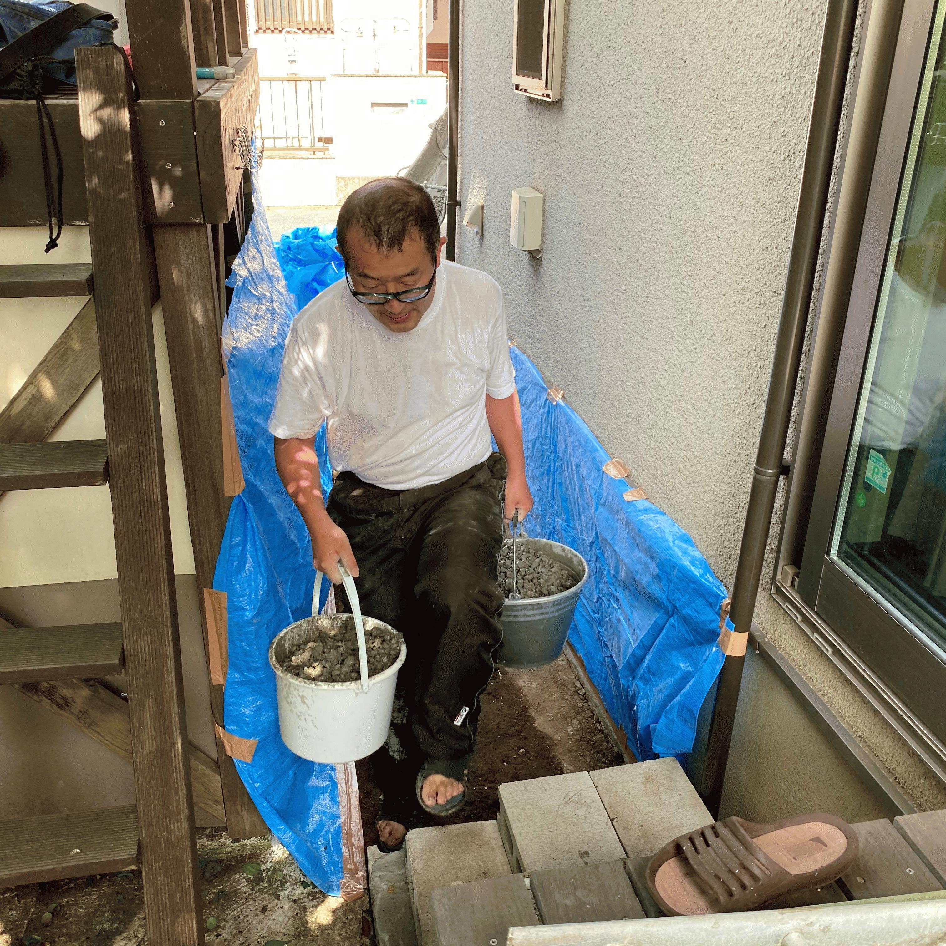 【神奈川】「防草シートは貼ってた」「ドクダミが酷かった」「(事前工)大人4人で4〜5日」DIY・犬走・水はけ・雑草