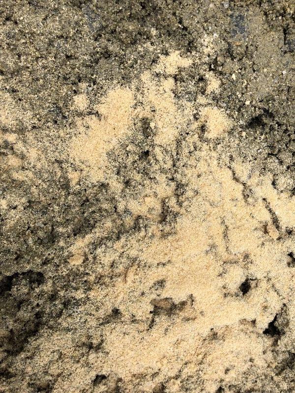 「見た目はまさ土、中身はコンクリート|生コン屋さんのまさ土」