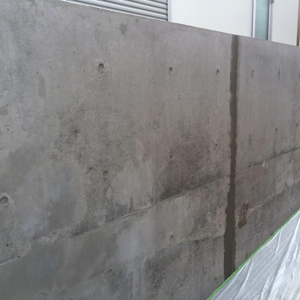 「今日はズボンをはいて会社に行こう」コンクリート・擁壁・打ち放し・補修痕・色合わせ・価格