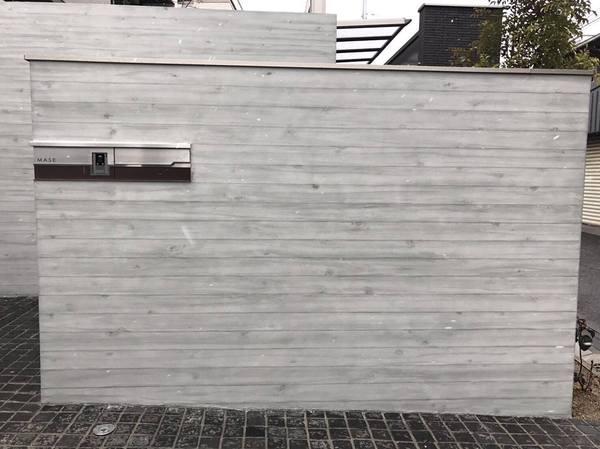 何の変哲もないブロック塀も『杉板・浮造り』によってこんなにかっこ良くなる