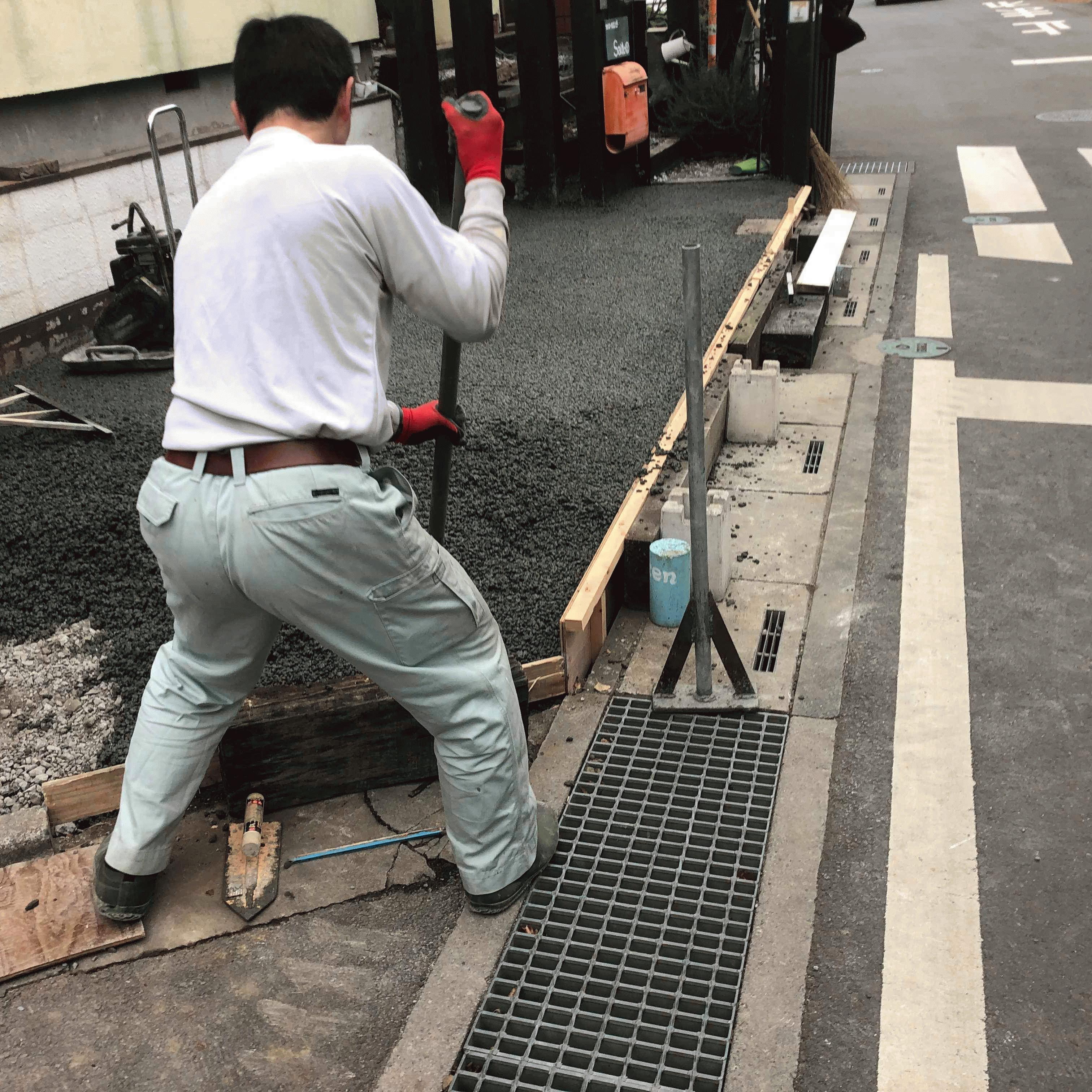 【埼玉】1人20m2でDIY「たまらず見学者協力」