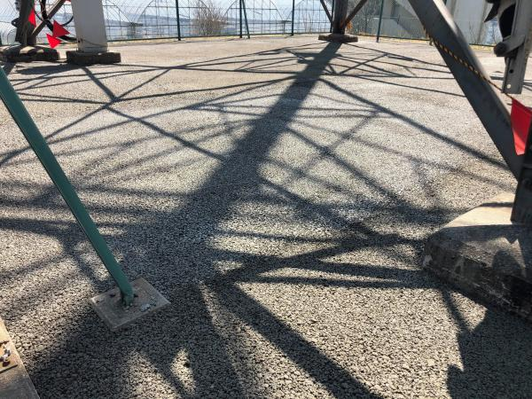 【神奈川】「知ってもらうための努力はつづく」送電線鉄塔内舗装・150m2・防草・排水