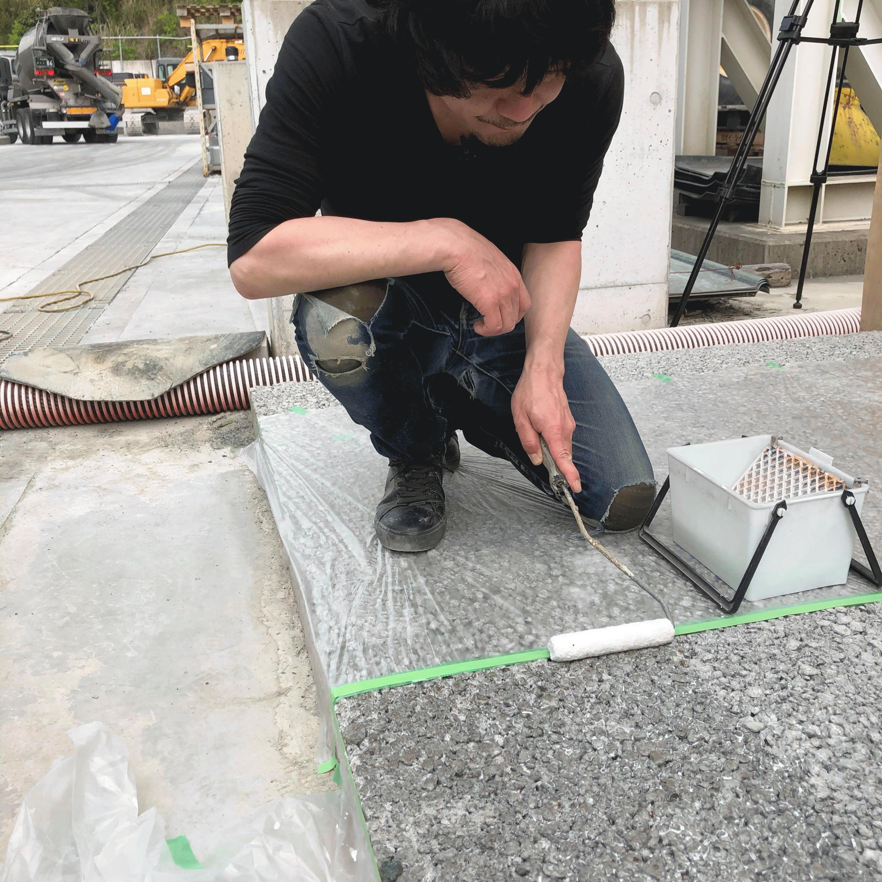 「見た目も環境に調和する必要がある。ここではトップコートと呼ばれる着色の工程について説明をしたい。」透水性コンクリート・トップコート・DIYマニュアル