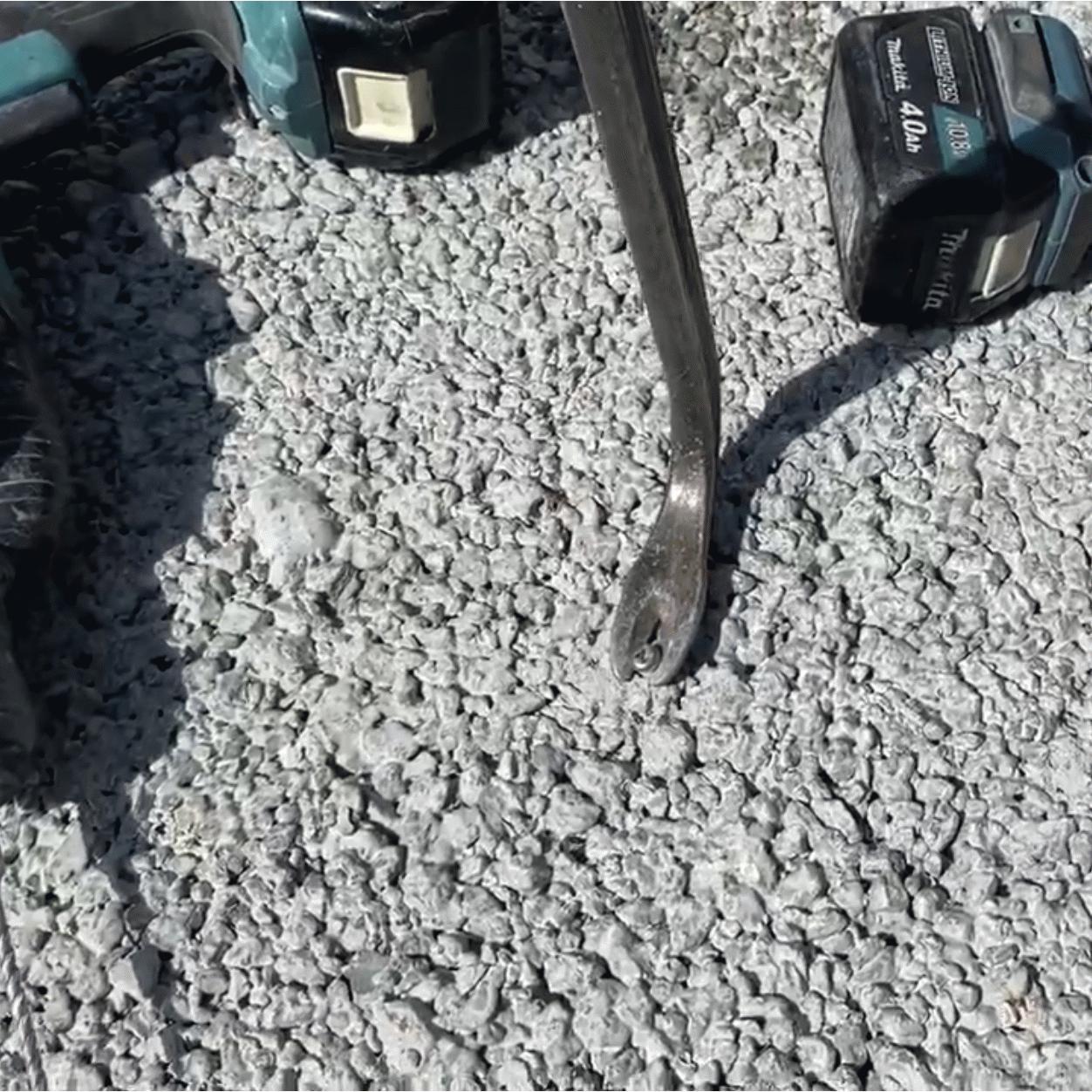 「アンカーボルトは透水性コンクリートにも効くの?」実験・動画