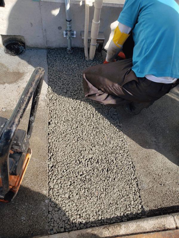 【東京】「埋設管の更新時に撤去された舗装の復旧に使われた少量の透水性コンクリート」建創・岡庭建材工業