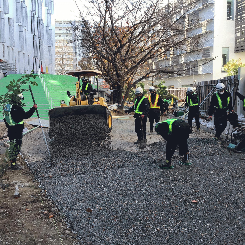 【東京】「63m3/日の製造・出荷・施工も可能なドライテック」岡庭建材工業・前田道路・隈研吾