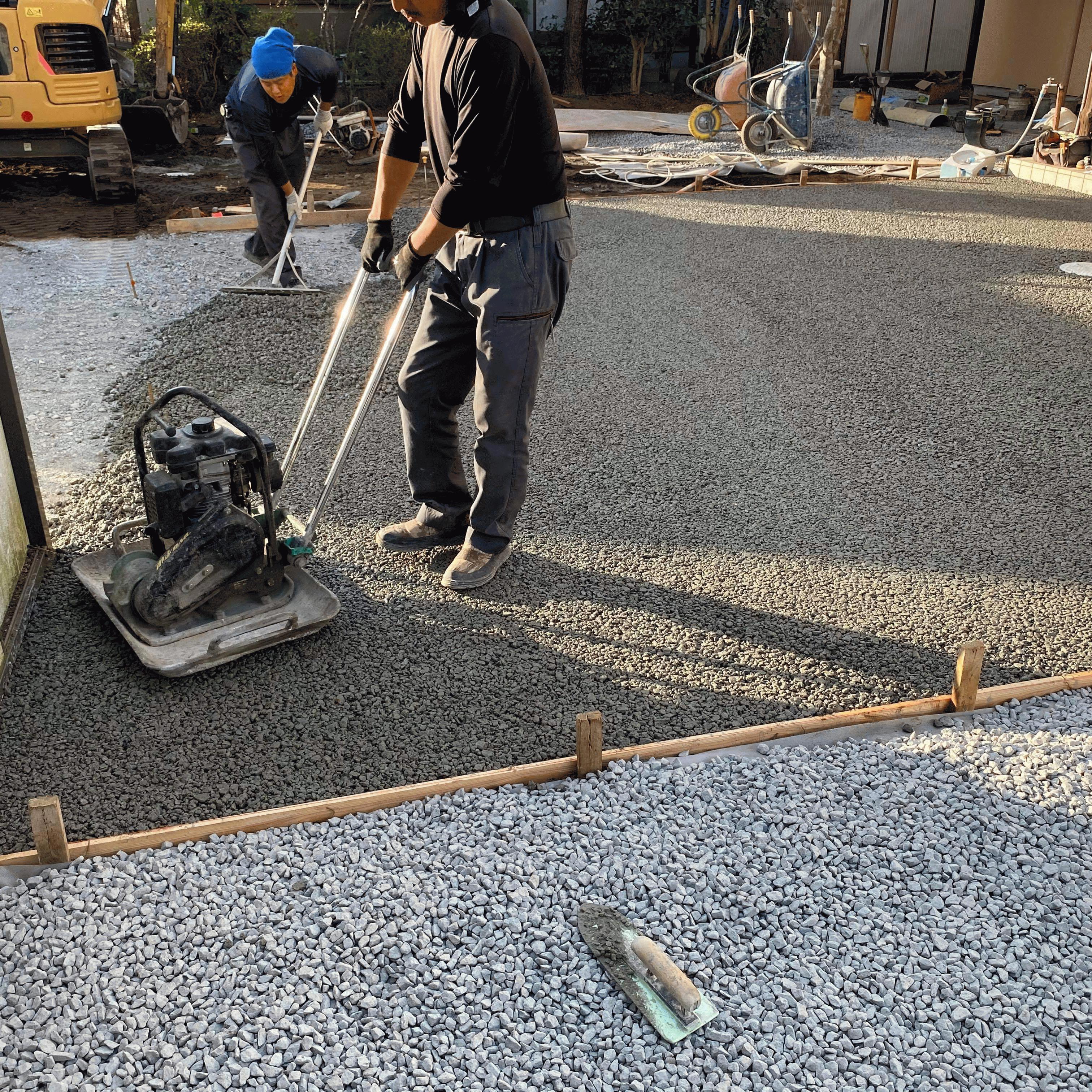 【静岡】「砂利敷だとお年寄りが歩きづらい」「雑草、排水対策の舗装」睦産業
