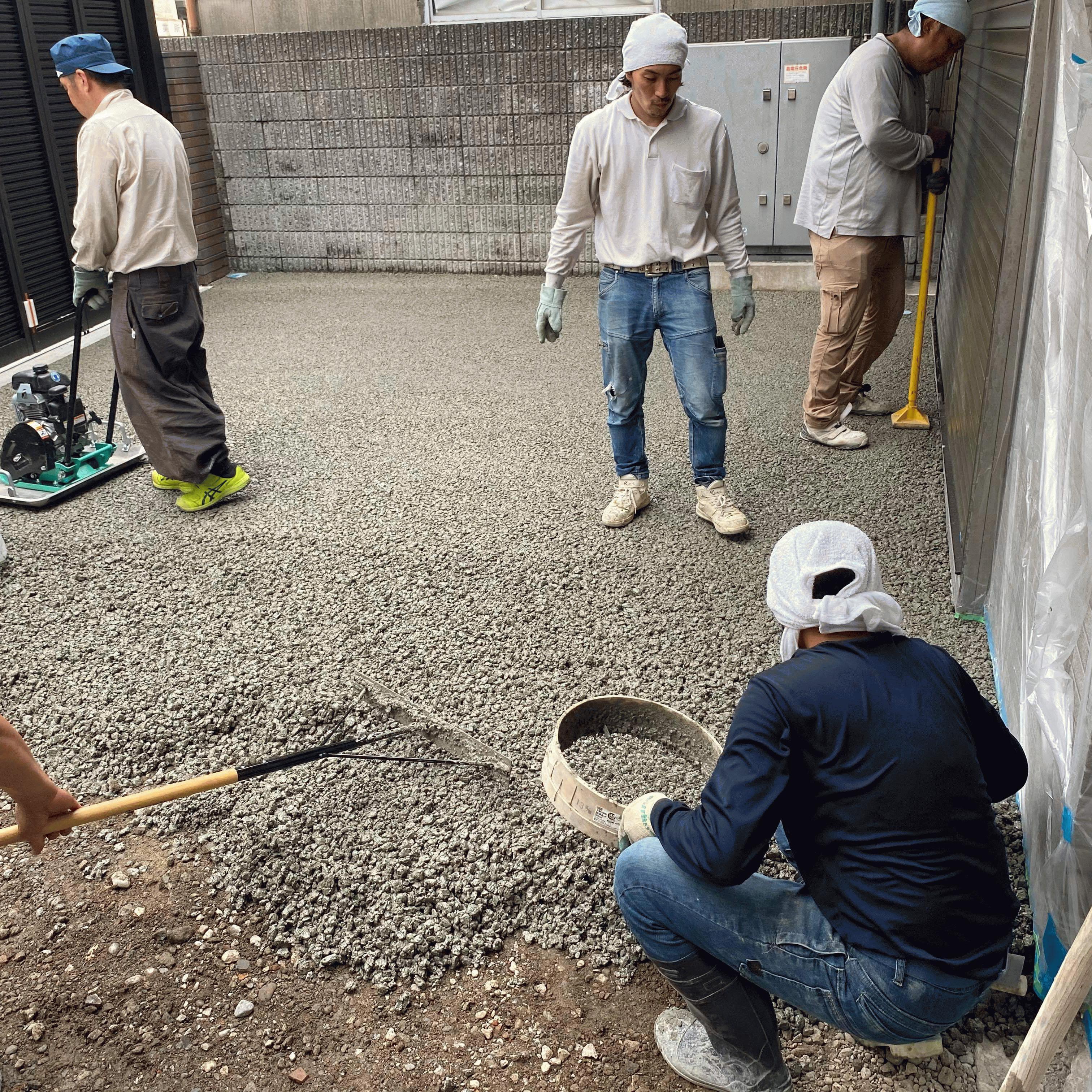 【東京】「ベニア板などのような簡単な養生ですぐに交通(徒歩のみ)開放できる」岡庭建材工業・芝山工業