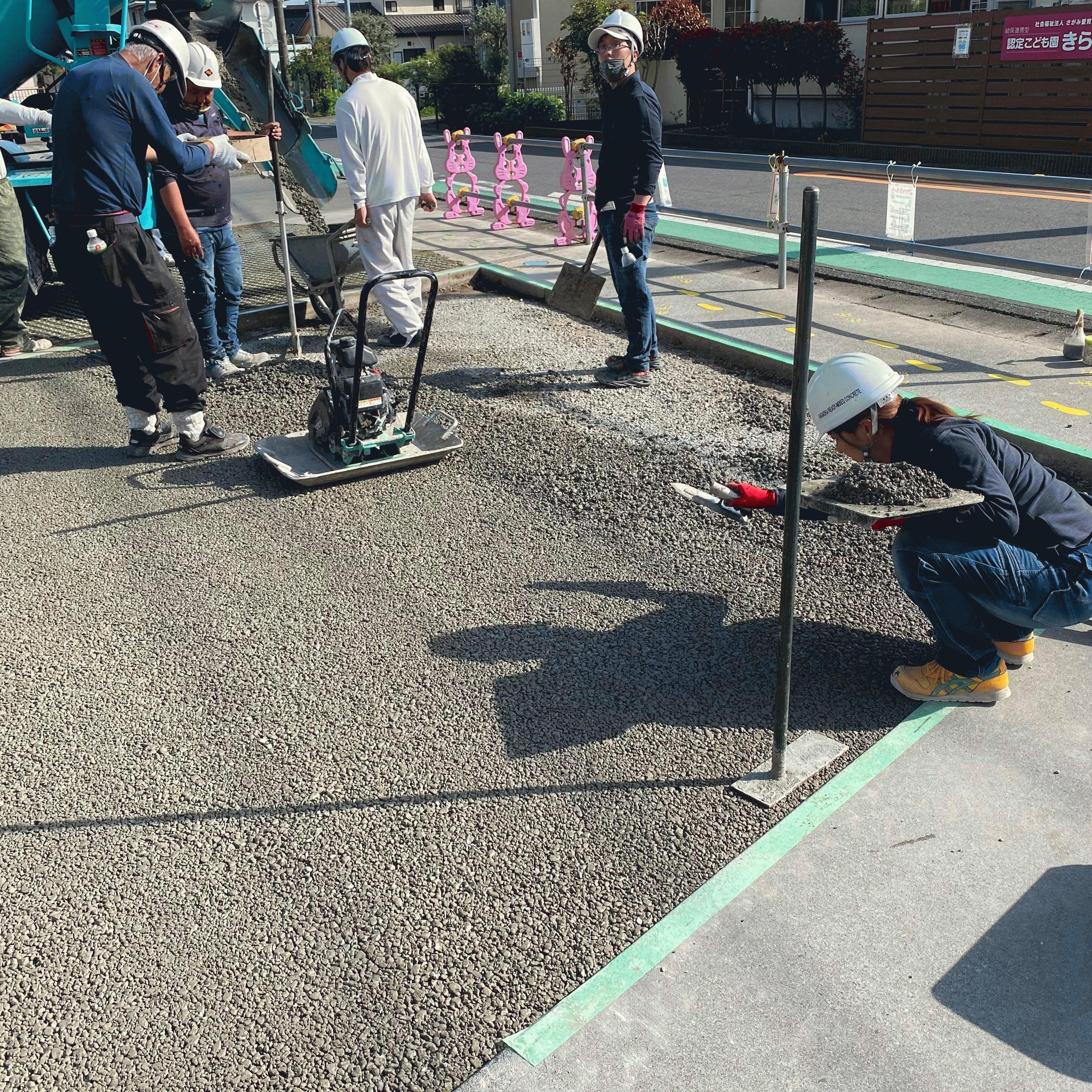 【神奈川】「浸透性アスファルトは数年で目つぶれを起こしたわみ水たまりが発生する」ワイエイ.ケイ・小島商店