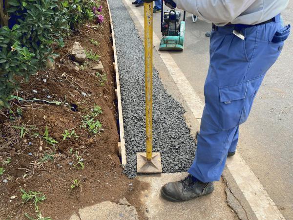 【千葉】「φ200の有孔管を入れそのまわりに6号砕石を入れ溝蓋部分を透水性のコンクリート」常総コンクリート・東葉興業