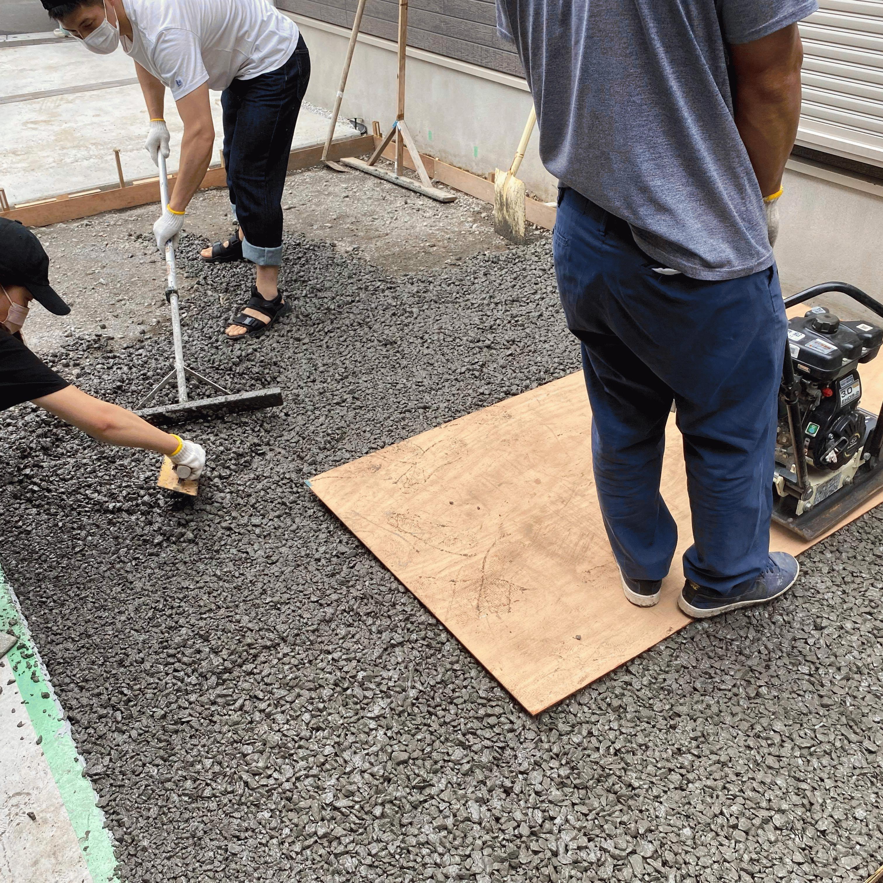 【東京】「土間コンの2倍から3倍の価格」「へ?最近のDIYerさんはサンダルで施工できるほど簡単なのにですか?」都屋建材