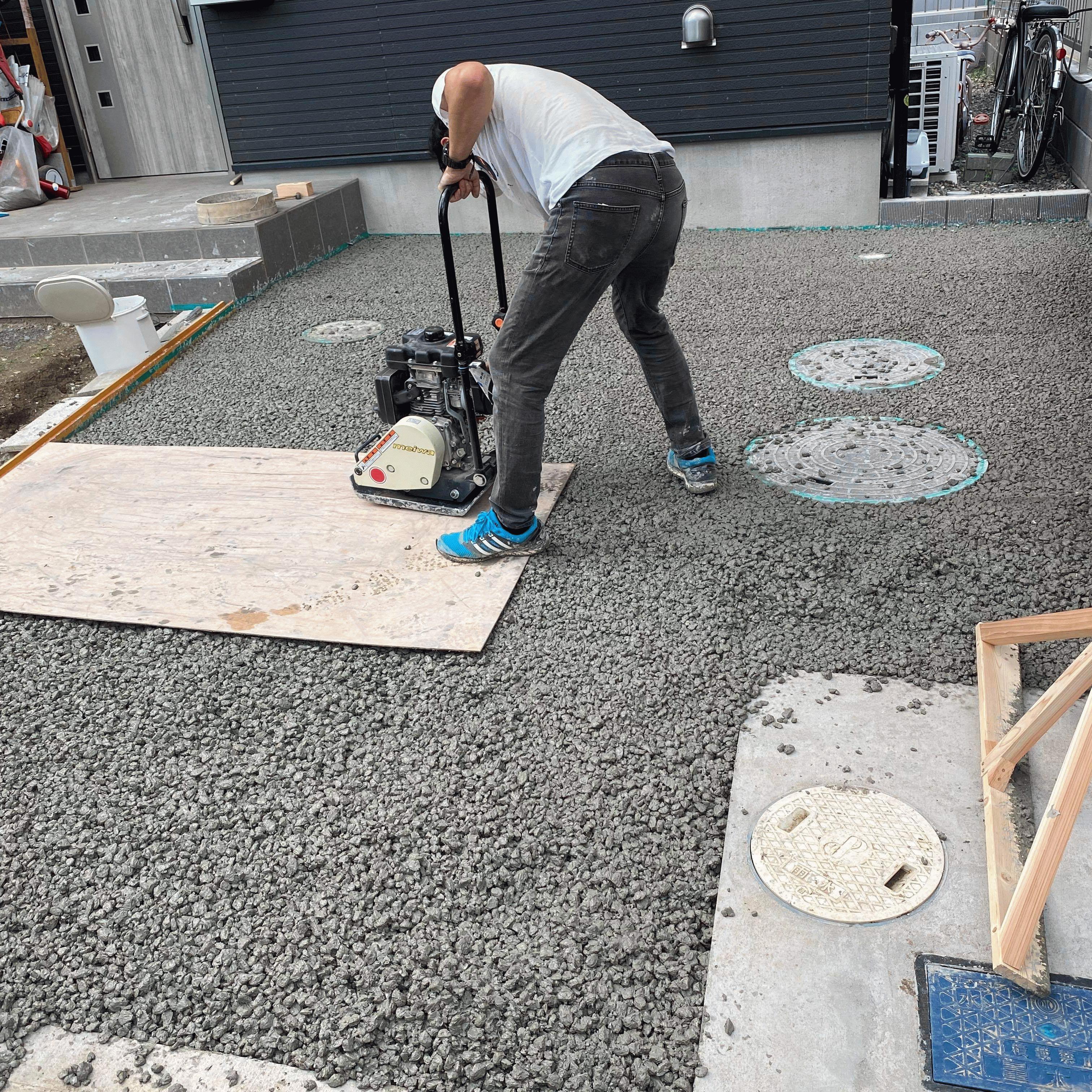 【千葉】「駐車場とアプローチを土間にしよう」「透水性コンクリートなら自分で施工できそう」ヤマカ建材工業