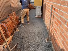 【東京】「犬走の草取りできない、排水溝ない、水勾配つけない平らにしたい。オワコンもあるよ」エクスショップ・エクステック