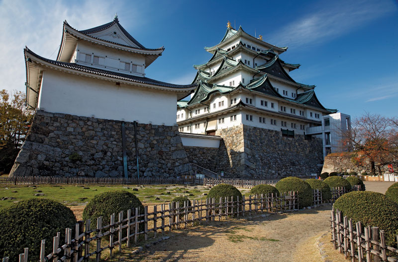Edo-Castle-compound-Imperial-Palace-Tokyo.jpg