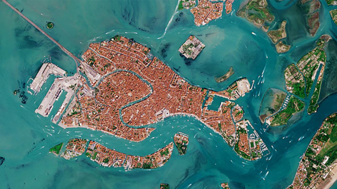 venetian-lagoon-traffic-2019-super-169.jpg